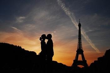 Pareja en Torre Eiffel