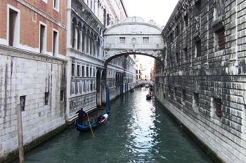 Puente de Suspiros en Venecia
